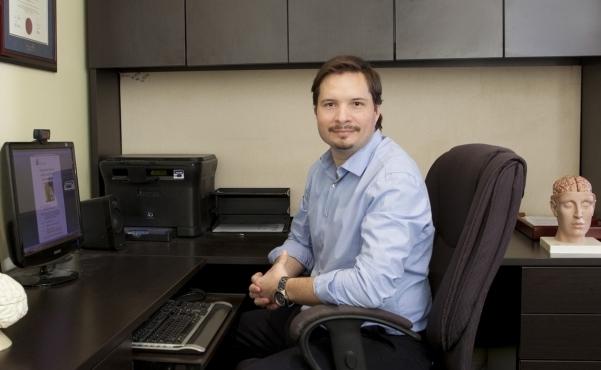 Dr. Paquette au bureau